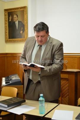 Otniel Bunaciu citind din Biblie
