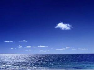 mare-cer-albastru