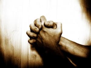 maini în rugăciune (revistacrestinulazi.ro)