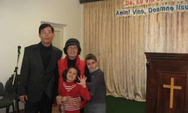 David Kim cu sotia Rebeca si cei doi copii (evz.ro)