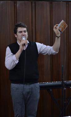 Neluțu Iubaș prezentând albumul lui Adrian Barbu (24.01.2013)