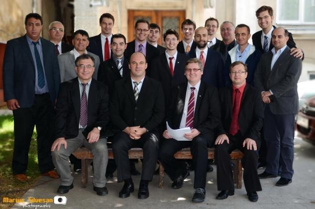 Absolvenții ITBB 2014 împreună cu conducerea Institutului