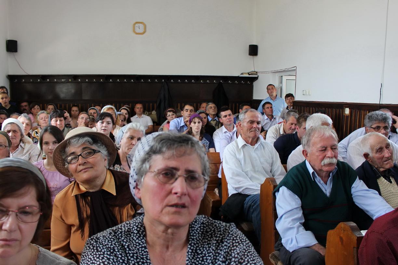 Biserica, oamenii din Ogrezeni (mai 2016)